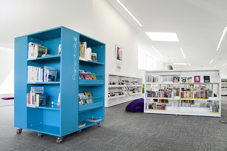 Maison jean ferrat bibliothèque bureau piano de jean